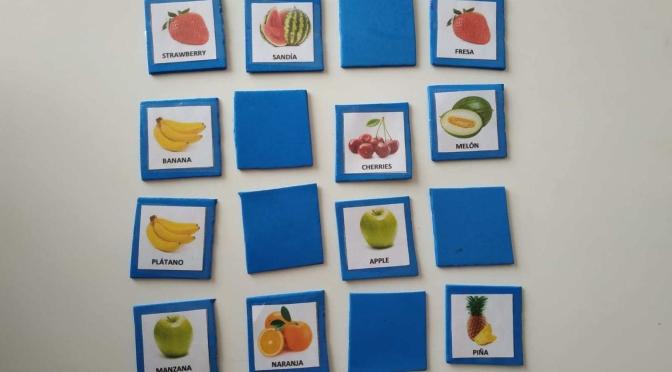 Memory de frutas para aprender inglés